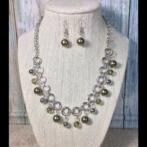 Paparazzi necklace in Silver & Green